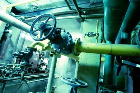 caños de agua: Zona industrial, tuberías de acero en tonos azules Foto de archivo