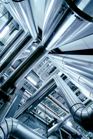 electricidad industrial: Zona industrial, tuber�as de acero, v�lvulas y escaleras