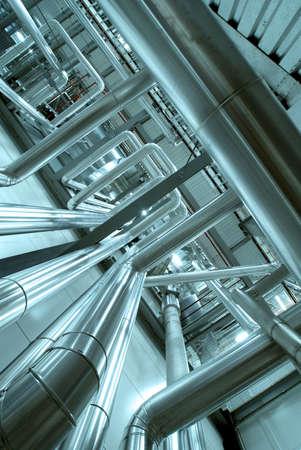 industria quimica: Zona industrial, tuber�as de acero y cables en tonos azules