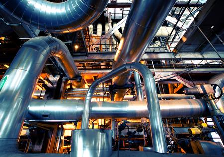 Zona industrial, tuberías de acero y equipo