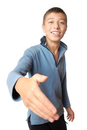 convivialit�: Souriant gar�on accueille avec sa main sur un fond blanc  Banque d'images