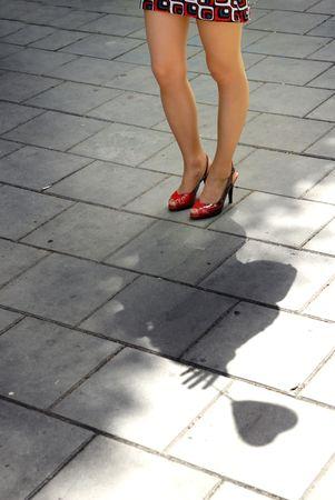 nifty: Wachten dame in staan op straat en haar vorm