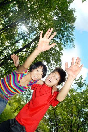 Foto de los alegres ni�os y ni�as HELO o diciendo adi�s  Foto de archivo - 3210063
