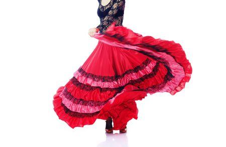bailando flamenco: Mujer bailando flamenco en traje espa�ol sobre fondo blanco