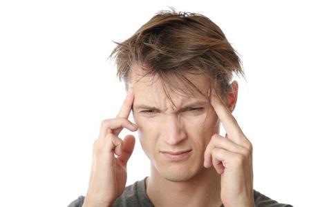 hipertension: Joven estrés sentimiento emocional y dolor de cabeza
