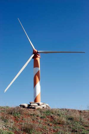 Va verde - la producci�n de electricidad aerogenerador situado en Israel, los Altos del Gol�n Foto de archivo