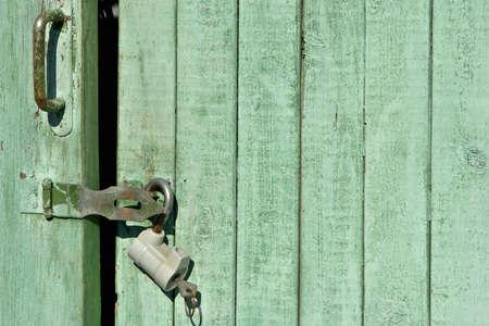 puerta verde: Cerrado la puerta verde de fondo