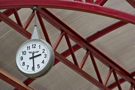 transpozycji: dworzec zegar-niezbędny atrybut dowolnej stacji