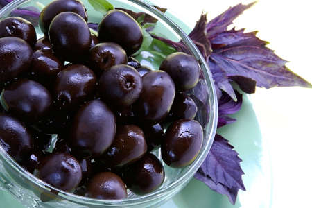 oiled: Black olives and basil-dishes with appetizing snack