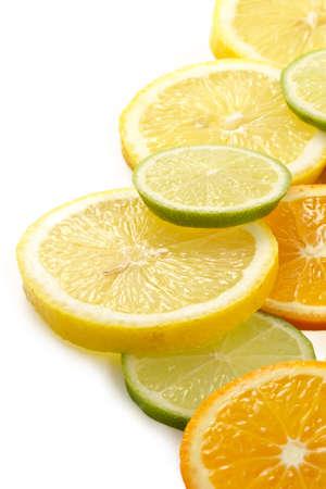 cidra: Citron allsorts-lima, lim�n, mandarina cortadas en rodajas y se presentar�n para la preparaci�n de c�cteles y bebidas refrescantes