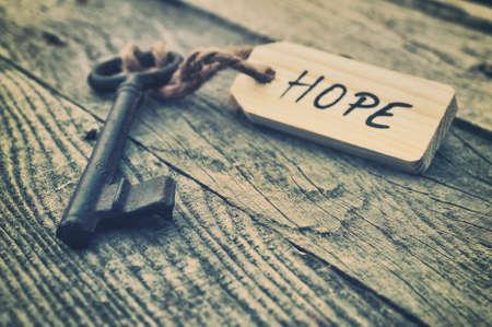 Key a štítek. Hope koncept Reklamní fotografie
