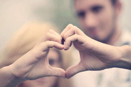 gesto: Chlapec a dívka. Láska koncepce