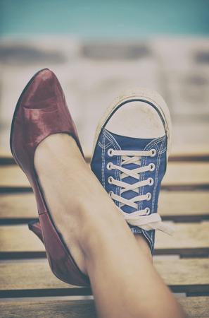 jambes de femme dans différentes chaussures Banque d'images