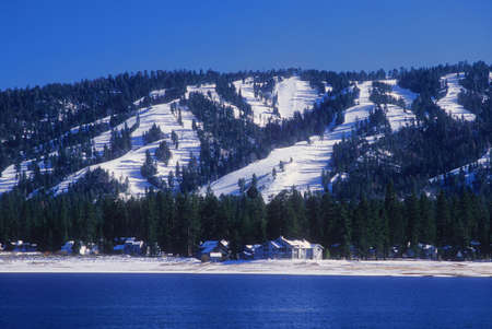 bear lake: Mountain ski slopes form the backdrop for Big Bear, California. Stock Photo