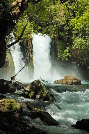murmur: stream and waterfall Hermon, Israel