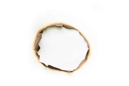 papel quemado: Papel quemado aislado en blanco
