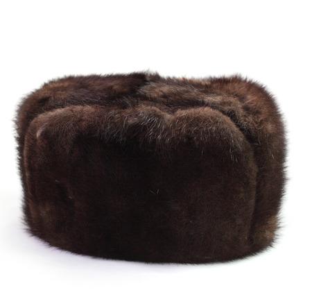 visone: Cappello di pelliccia di visone. Isolato su sfondo bianco