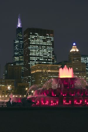 buckingham: Buckingham fountain in Chicago downtown at night, Illinois