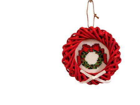punto croce: Ornamento albero di Natale - corona rossa, vimini e Punto Croce