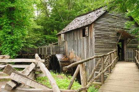 tennesse: Un molino de trabajo en Cades Cove en el Parque Nacional Great Smoky Mountains