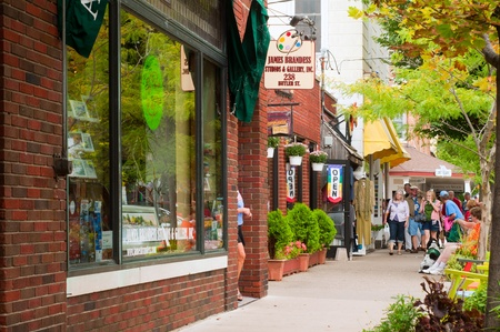 Saugatuck, Michigan - September 4, 2011: The many shops and galleries of Saugatuck draw Labor Day Weekend visitors to this charming Lake Michigan resort town. Stock Photo - 10515480