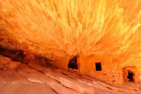 anasazi: Anasazi rovine scogliera incandescente in luce riflessa