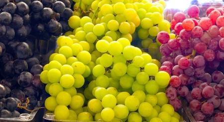 concord grape: Assortment of grapes on display at a farmers market Stock Photo