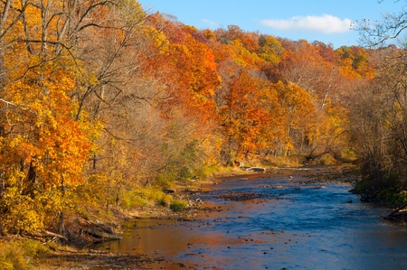 northeast ohio: The Chagrin River in Gates Mills, Ohio, flowing through brilliant autumn color Stock Photo