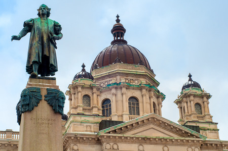 christopher columbus: A statue of Christoper Columbus stands before the Onanadaga County Courthouse in Syracuse NY
