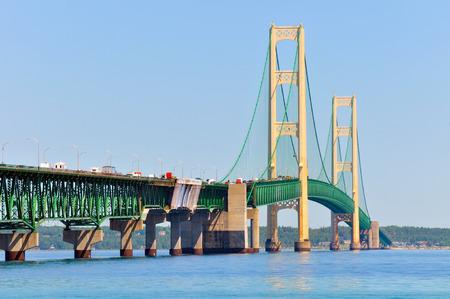 mackinac: The Mackinac Bridge connecting Michigan
