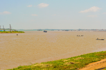 tonle sap: The confluence of the Mekong and Tonle Sap rivers in Phnom Penh, Cambodia (the Mekong is the more distant turquoise water) Stock Photo