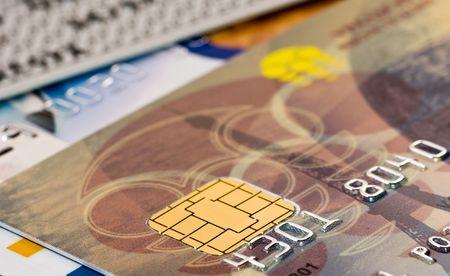 チップと番号を持つ銀行プラスチック カード