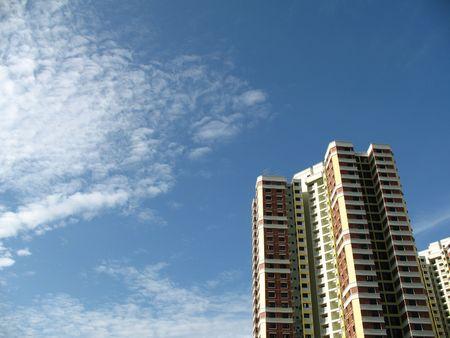 났습니다: A block of HDB Flats found in Singapore against blue sky.