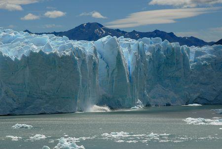 derrumbe: Colapso en el Glaciar Perito Moreno en la Patagonia, Argentina.Lake Argentino, El Calafate.