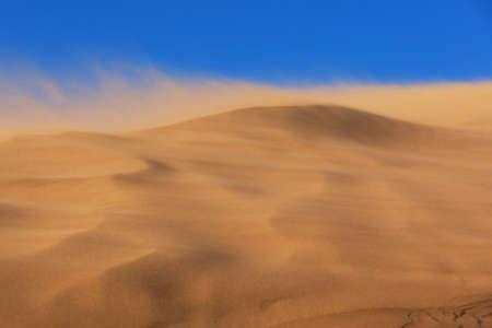 desierto: Tormenta de arena en el desierto del parque nacional de Altyn-Emel, Kazajst�n Foto de archivo