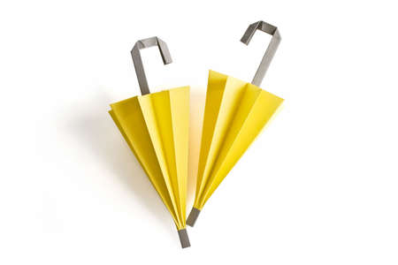 paper umbrella: Due carta ombrello in giallo