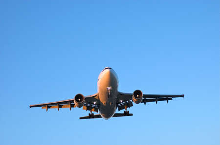 cirrus: Wide body airliner approaching for landing in clear blue skies