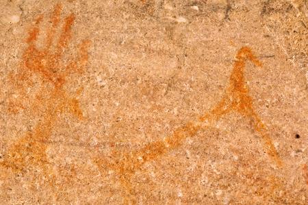 peinture rupestre: Peinture Bushman dans la grotte Elands. Tourn� en Elands Bay, c�te Ouest, l'Afrique du Sud. Banque d'images