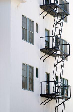 salidas de emergencia: Vista parcial de los incendios se escapa en un edificio.