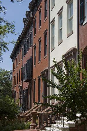 row houses: WASHINGTON, DC - 24 GIUGNO; Riga case di mattoni rossi in Washington, DC, 24 giugno 2007 Editoriali