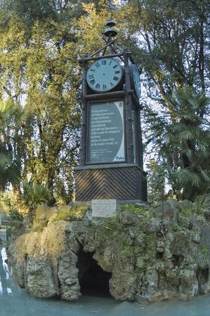 cronógrafo: Roma, Italia - 02 de abril 2006: Reloj Hydrochronometer o agua en el hermoso parque de Villa Borghese, Roma, Italia. Reloj de agua en los jardines Borghese ha sido restaurado a pleno funcionamiento después de décadas de inactividad