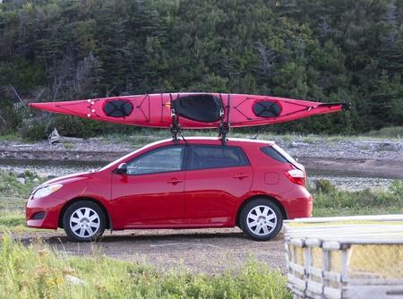 piragua: kayak en un coche pequeño