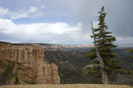 john wayne: The endless vista of  Bryce Canyon National Park and  its beautiful sky and clouds, Utah, USA