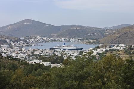 chora: vista de la isla de Patmos de Chora, ciudad de Skala, el puerto principal. Isla del Dodecaneso, Grecia