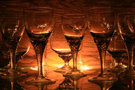 背面ライト コニャックとワイングラス。