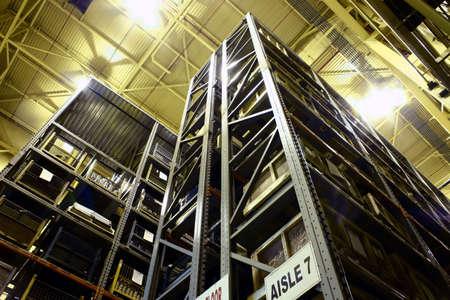 高層工業部品倉庫。