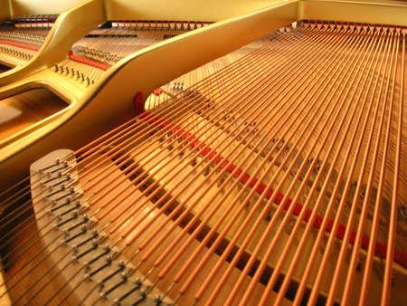tocando el piano: Bajo la tapa