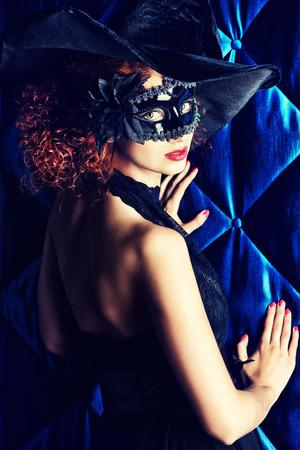 mujer elegante: Hermosa mujer elegante m�scara de carnaval. Foto de archivo