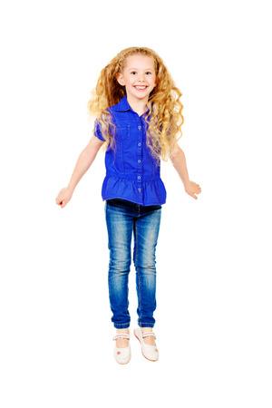 cabello largo y hermoso: Chica bastante alegre con un hermoso cabello largo sonriendo a la c�mara. Aislado en blanco. Foto de archivo