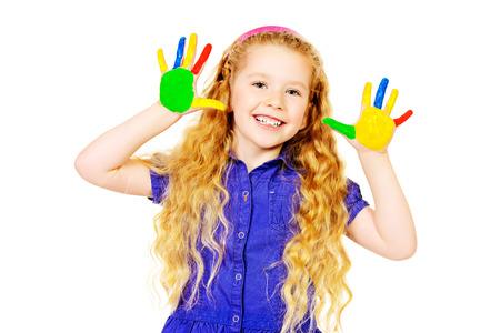 pintura en la cara: Niña de risa pintada en colores brillantes. Infancia feliz. Aislado en blanco. Foto de archivo